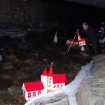 Übergabe der Kirchlein ins Wasser